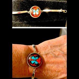 Bracelet w/butterfly inset has extender silvertone